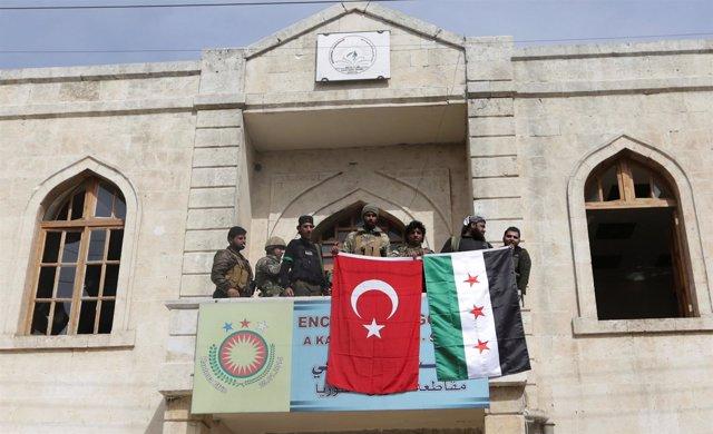 Soldados turcos  y el ejército libre de Siria en Afirn, Siria