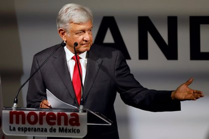 López Obrador promete detener la privatización del petróleo y la electricidad si gana las elecciones