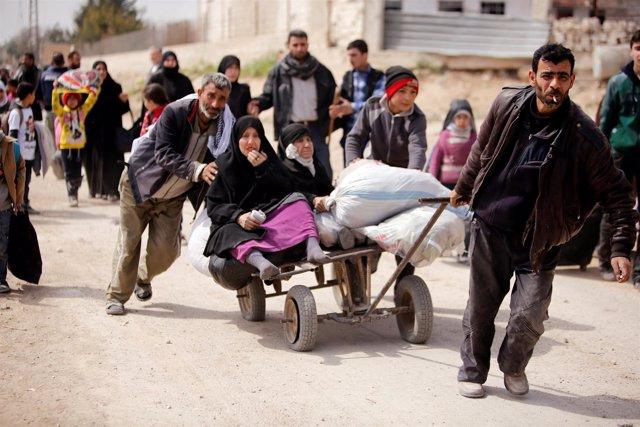 Civiles huyen de Hamuriyé ante el avance del Ejército en Ghuta Oriental