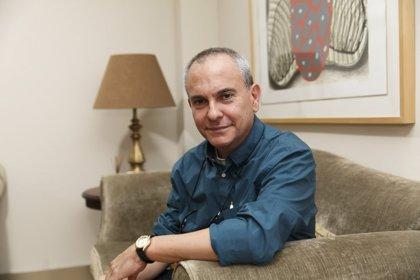 La revista Turia entrevista al periodista Martín Caparrós y al consejero cultural del Vaticano, Pablo d'Ors