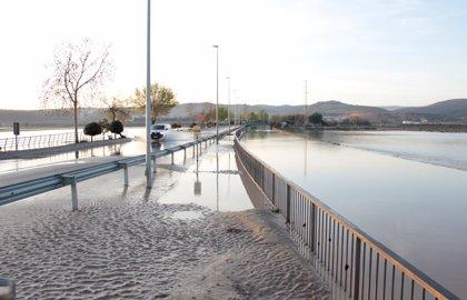 Pueblos afectados por desbordamiento del Genil piden explicaciones por el desembalse del Cubillas en plena tormenta
