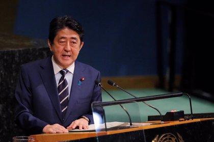 Abe niega que diera instrucciones para que se manipularan documentos en el centro de un escándalo de corrupción en Japón