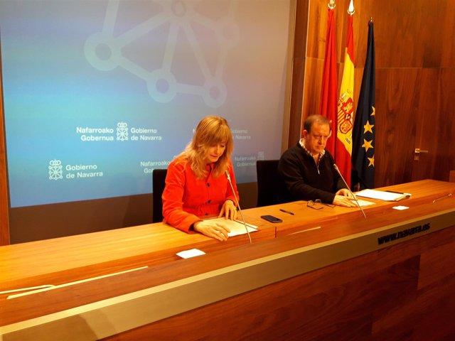 La consejera Ana Ollo y el director gerente de Euskarabidea, Mikel Arregi.