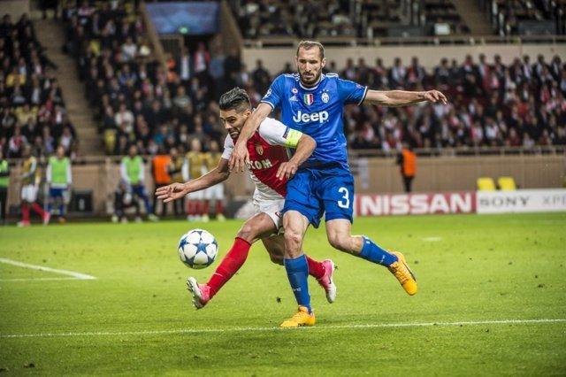 Falcaco (Mónaco) y Chiellini (Juventus)