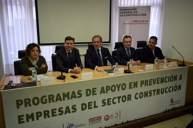 F. Carriedo y Vega (C) en la inauguración de la Jornada de León 19-3-2018