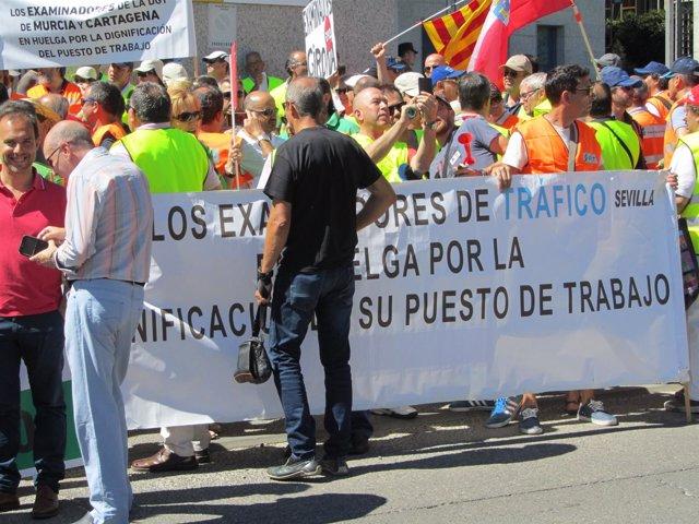 Huelga de examinadores de tráfico de 2017, protesta del 25 de julio ante la DGT