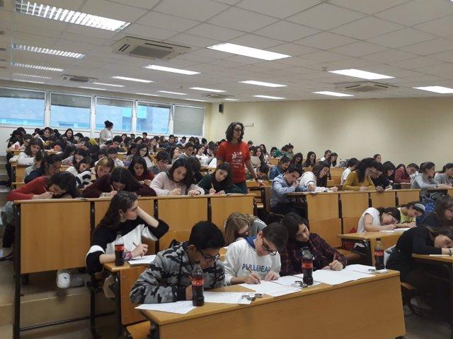 Estudiantes derante la prueba provincial