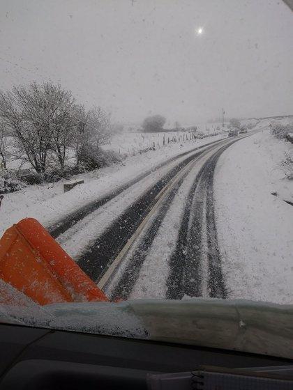 Los equipos de la Diputación de Segovia vuelven a combatir la nieve en algunas carreteras