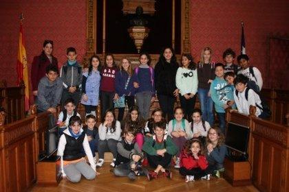 Alumnos de los centros escolares Sant Josep Obrer y CEIP Aina Moll visitan la sede del Consell de Mallorca