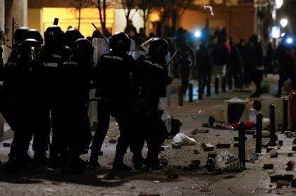"""Policía aclara que Samur no trasladó al herido con golpe en la cabeza porque """"no era una zona segura"""" por los disturbios"""
