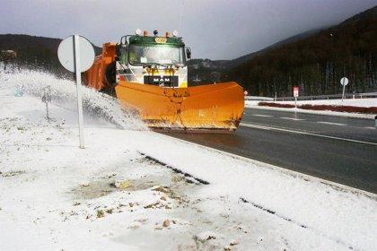 Más de un centenar de máquinas quitanieves, dispositivo ante la previsión de una nueva nevada en Navarra