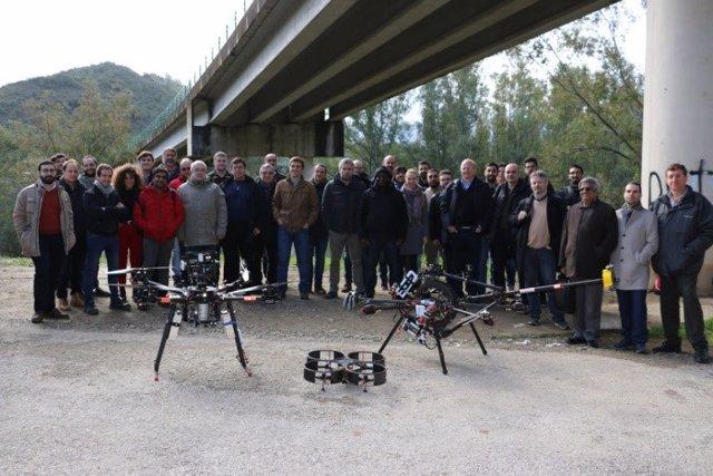 Primer vuelo experimental de dron para inspeccionar puentes