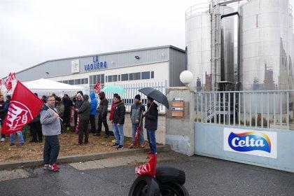 """Primer día de paros de los trabajadores de Leche Celta en Ávila por """"discriminación"""" frente a la planta de A Coruña"""