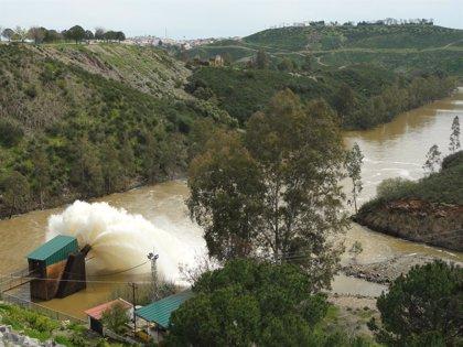 Varios pantanos de Sevilla y Jaén desaguan tras lluvias que elevan 19 puntos la dotación de regadíos del Guadalquivir