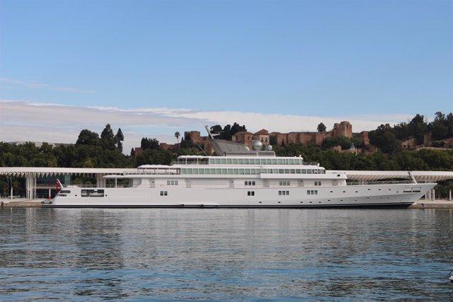 Megayate puerto de málaga muelle 1 y 2 buque crucero dársena