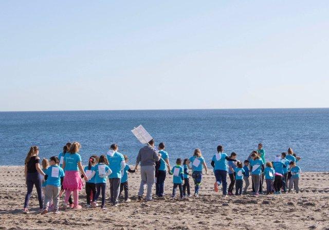 Escolares en una de las playas del levante provincial