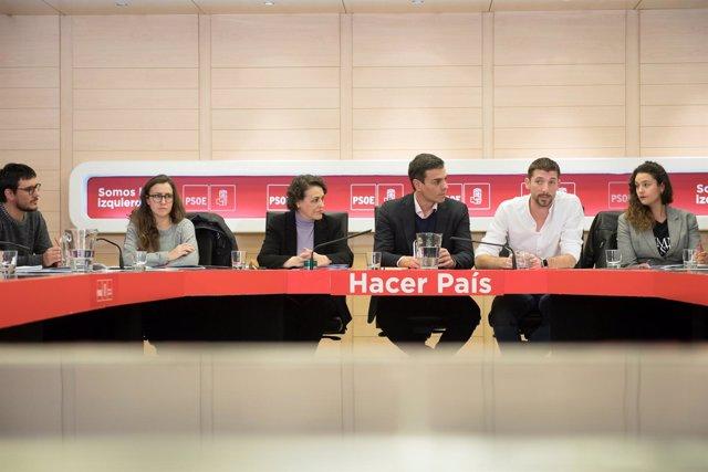 Pedro Sánchez, con asociaciones de jóvenes