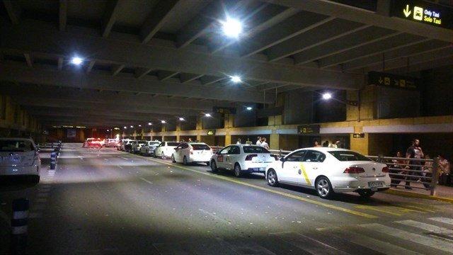 Taxis en el aeropuerto de Sevilla