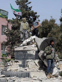 Milicianos del ELS en el centro de Afrin