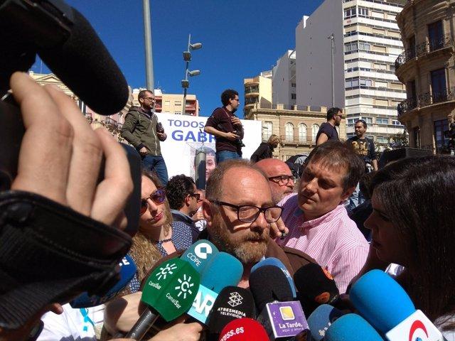 Antonio del Castillo, padre de Marta, en la concentración #TodossomosGabriel