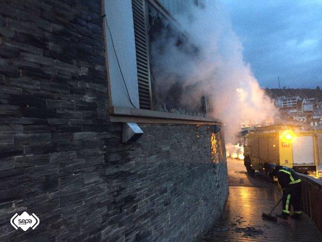 Incendio en almacén de pescaddores de Luarca.