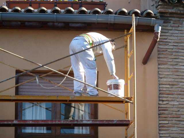 Trabajador andamio obra seguridad jornada laboral accidente