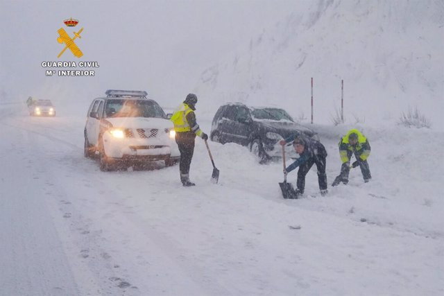 Rdo. Nota De Prensa Guardia Civil (Auxilios Temporal De Nieve Carreteras)