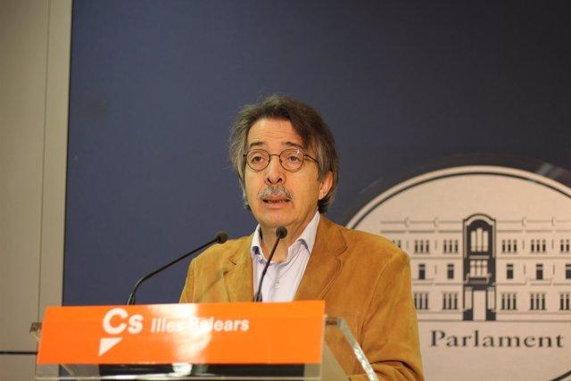 El portavoz parlamentario de Cs, Xavier Pericay, en rueda de prensa