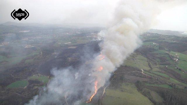 Recurso de un Incendio forestal en La Fresneda, Siero, ocurrido en 2015