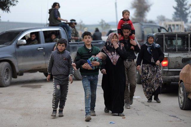 Familia de desplazados en Afrin