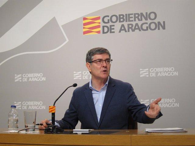 Guillén ha recordado a Montoro su obligación de pactar las inversiones de Aragón
