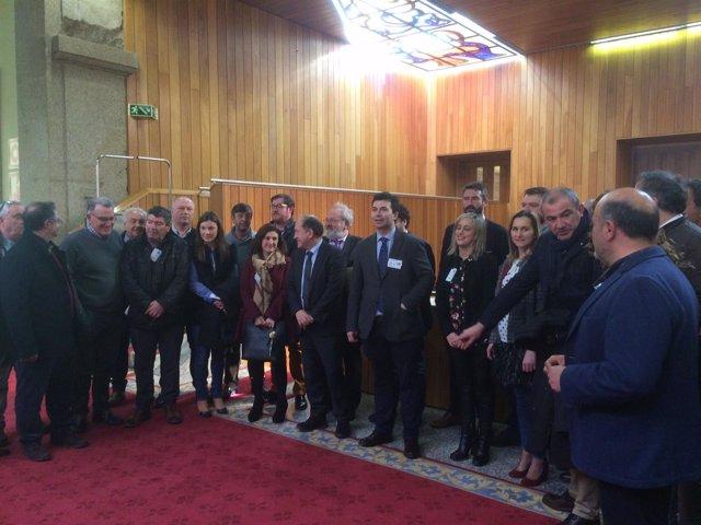 Cargos del PSdeG, junto a Gonzalo Caballero, en el Parlamento