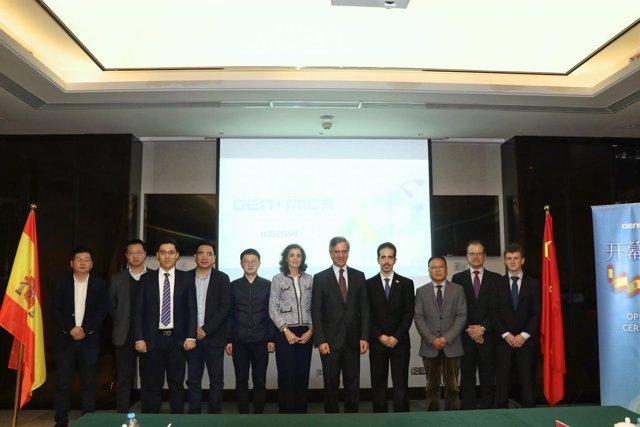 Foto de familia de la inauguración de la filial en China de Genomica