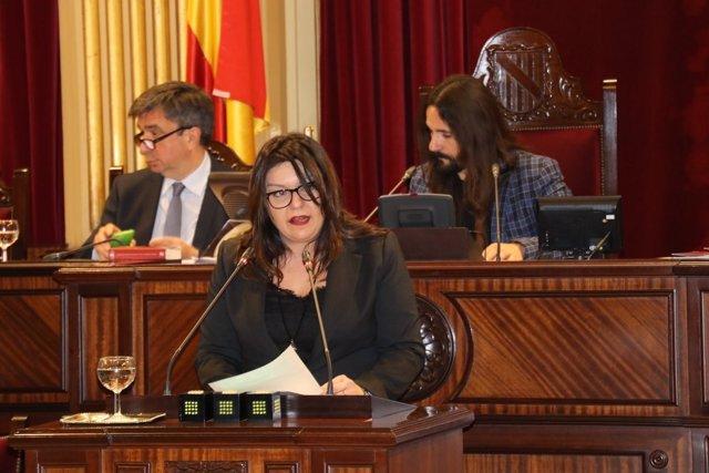 La diputada del PP María José Ribas defiende la propuesta del PP sobre familia