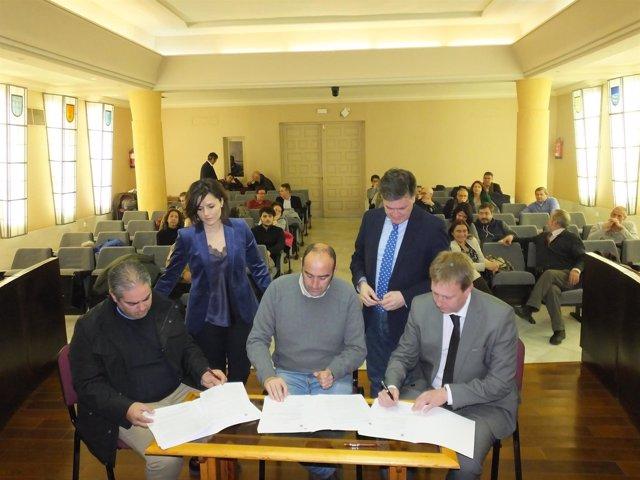 Un momento de la firma de los acuerdos de Diputación de Segovia 20-3- 2018