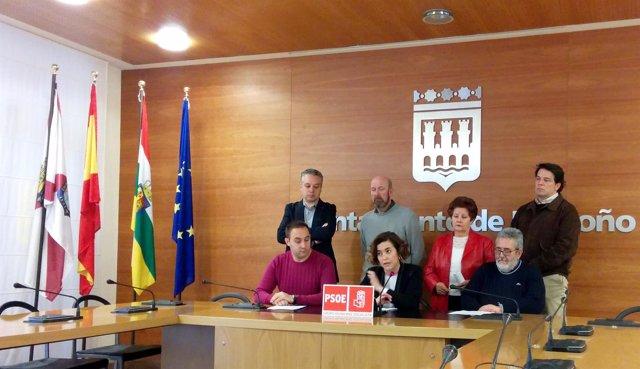 Arraiz y representantes del PSOE en las Juntas de Distrito