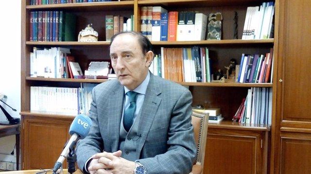 El presidente del Consejo Escolar, Ángel de Miguel Casas
