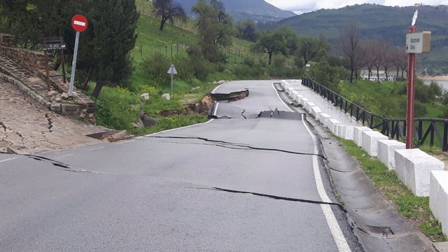 Carretera afectada por el temporal en la provincia de Cádiz