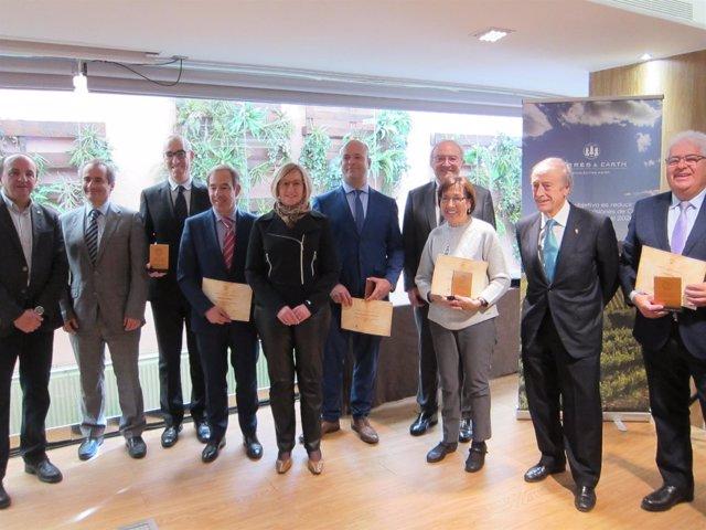Los galardonados con el presidente de Torres, Miguel Agustín Torres