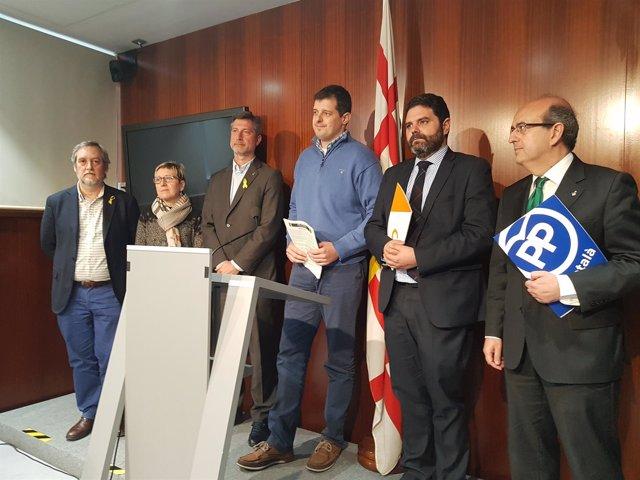 Los concejales J.Coronas, C.Andrés, J.Martí, P.Sierra, J.Mulleras con V.Flores