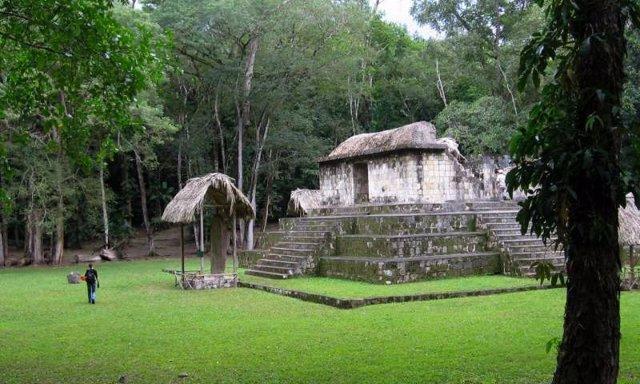 Ruinas de Ceibal (Guatemala) donde se encontraron restos de perros