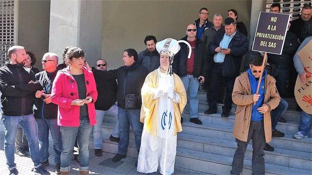 Teresa Rodríguez en una protesta del servicio de mantenimiento sanitario