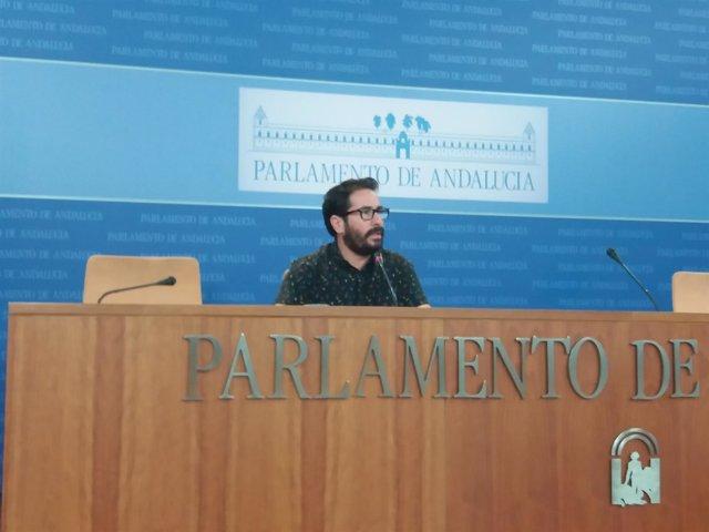 El diputado de Podemos Andalucía David Moscoso en rueda de prensa