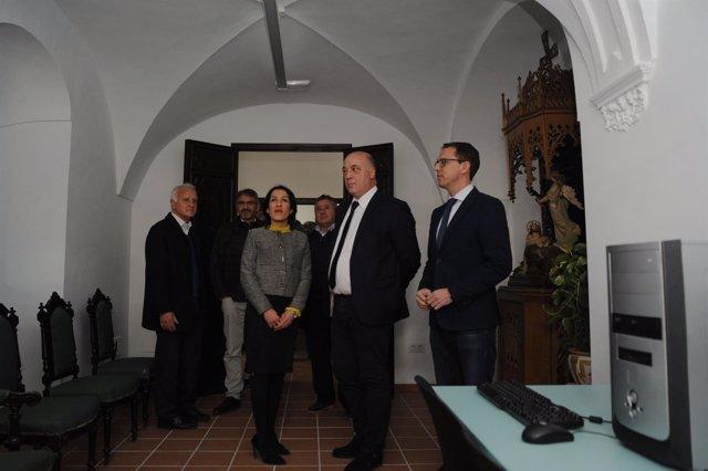 Antonio Ruiz (segundo por la dcha.) visita la Casa Salesiana de Pozoblanco