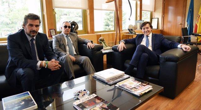 José Ramón Lete y Alejandro Blanco con el portavoz del PP en el CSD