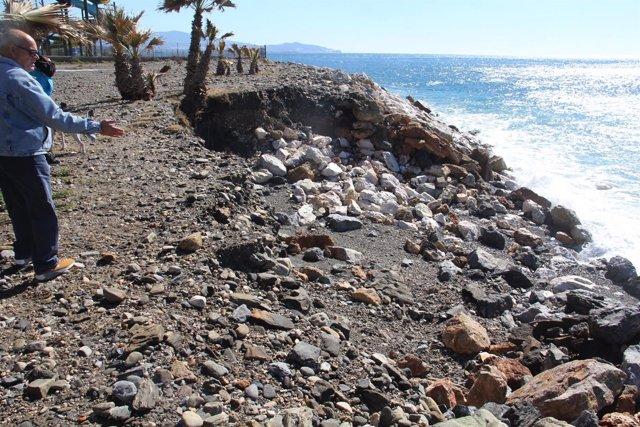 Socavón provocado por el temporal en Almuñécar