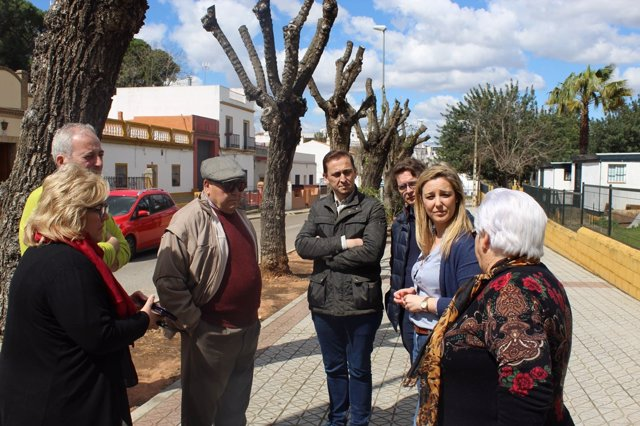 La alcaldesa de Alcalá, Ana Isabel Jiménez, supervisando obras del municipio