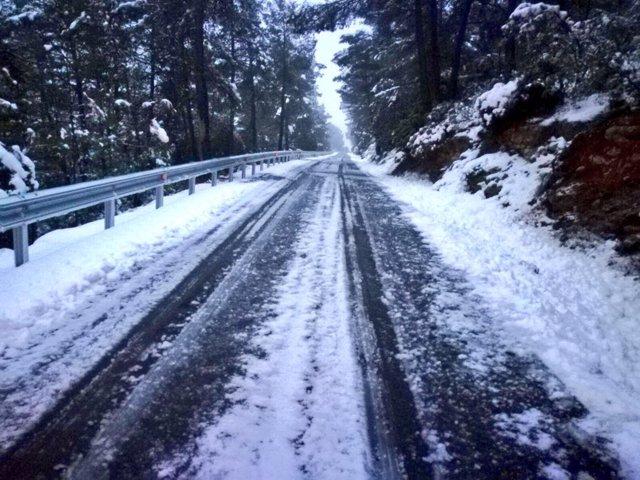 La nieve obliga al uso de cadenas en seis carreteras de la Comunitat