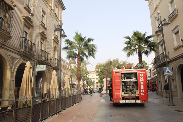Actuación de los bomberos en Huelva capital.