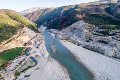 Patagonia lanza 'Blue Heart' para proteger los últimos ríos salvajes de Europa